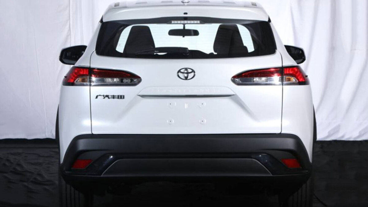 Перші фото нового кросовера Toyota Frontlander